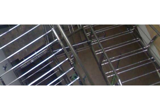 Нержавеющая лестница как элемент интерьера